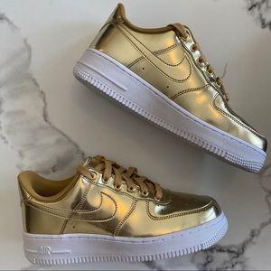 NEW Nike Air Force 1 SP Metallic Gold Sz 8
